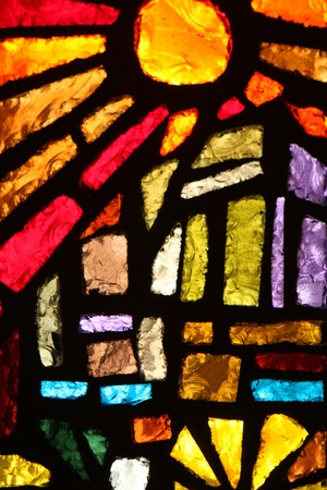 glas kunst: Glas in lood raam aan de Basiliek van de Aankondiging, Nazareth, Israël Redactioneel