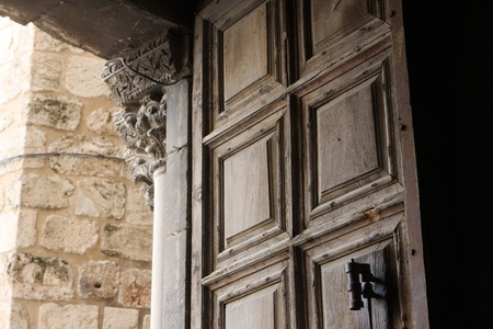 church of the holy sepulchre: Door to the church of the Holy Sepulchre, Jerusalem, Israel