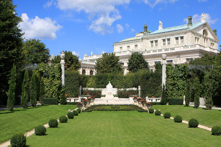 innere: View of the Volksgarten People`s Garden with historic Burgtheater in the background, Vienna, Austria