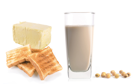 leche de soya: milk with soy beans on white background