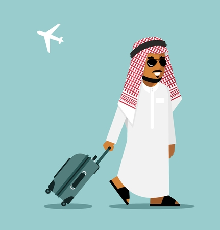 valigia: Giovane arabo saudita in abiti tradizionali a piedi con valigia su sfondo aeroporto