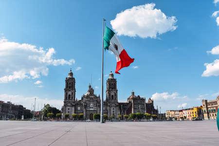 Plaza del Zócalo y catedral metropolitana en el centro histórico de la Ciudad de México Foto de archivo