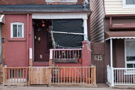 Toronto, ON Canada 12/27/2019: Dilapidated house on Dufferin St. Sajtókép