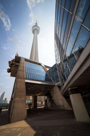 building cn tower: Toronto