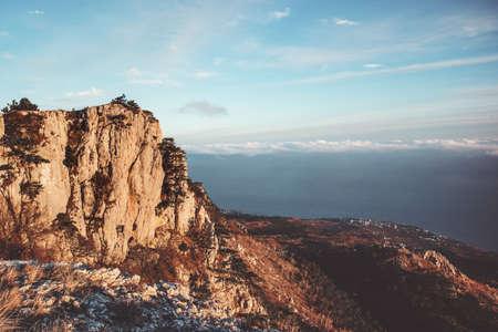 Montagnes Rocheuses falaise et nuages ??Paysage Voyage Vue aérienne paysage serein nature sauvage