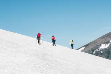 Groupe Voyageurs escalade des montagnes paysage Voyage Lifestyle Aventure vacances extrêmes glacier sport de plein air loisirs Banque d'images