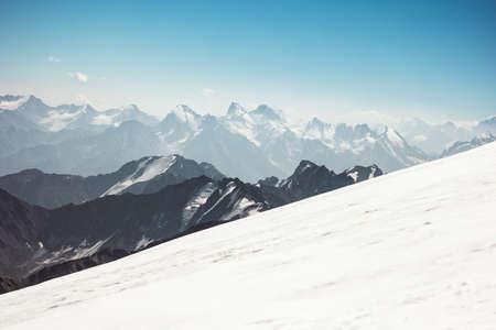 gamme de montagnes Paysage Voyage vue aérienne Elbrus montage paysage serein nature sauvage Banque d'images
