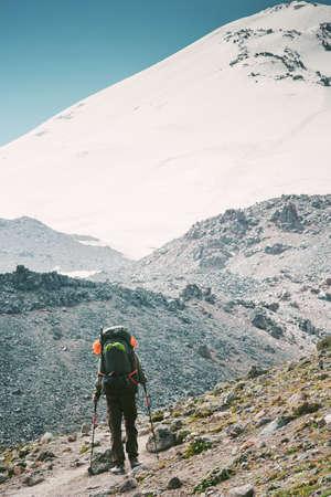 vacances actives Traveler backpacker alpinisme Voyage Lifestyle notion d'aventure en plein air randonnée sportive avec sac à dos Banque d'images