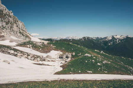 Rocky Mountains Landschap en de blauwe hemel Reizen luchtfoto serene landschap wilde natuur rust scène