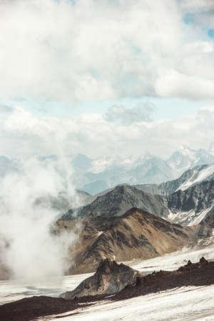 Montagnes Paysage et les nuages ??de voyage vue aérienne paysage serein nature sauvage scène calme du côté nord de la montagne Elbrus