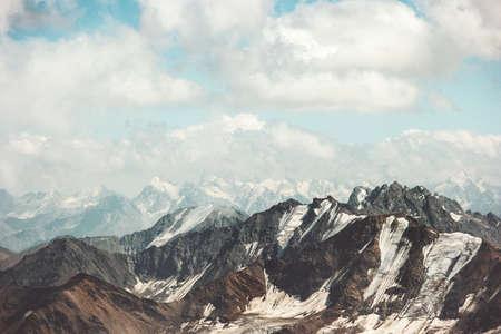 Montagnes vont Paysage et nuages ??ciel Voyage vue aérienne paysage serein nature sauvage scène calme