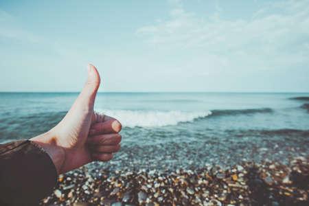 montrant des mains comme les émotions et la mer été Paysage Voyage Lifestyle calme et tranquillité vue scénique vacances d'été Banque d'images