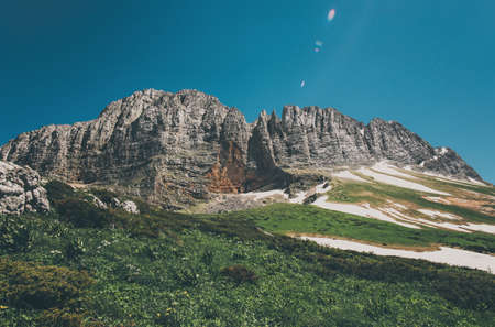 Montagnes Rocheuses Paysage et ciel bleu Voyage vue aérienne paysage serein nature sauvage scène calme Banque d'images