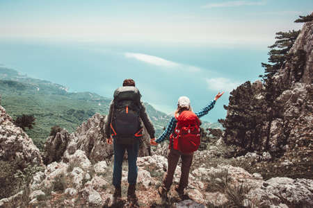 Happy Couple Man and Woman holding hands enjoying mountains aerial view Love and Travel emotions Lifestyle concept. Young family traveling together active adventure vacations Stockfoto