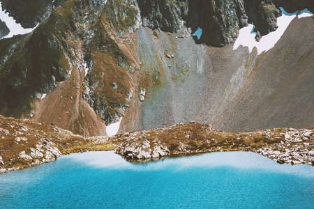 Blue Lake in Mountains Paysage vue aérienne Summer Travel idyllic scene nature sauvage Banque d'images