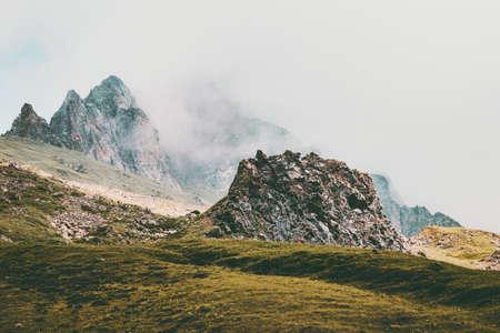 Paysage brumeux des Montagnes Rocheuses Voyage d'été paysage nature sauvage vue atmosphérique