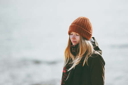Sad Woman at winter beach cold sea outdoor depression emotions Lifestyle seasonal concept Standard-Bild