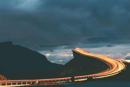 Atlantic road night in Norway Storseisundet bridge transportation way to sky scandinavian travel landmarks Stockfoto