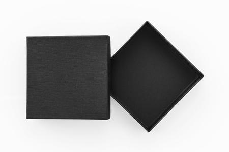 Zwarte doos product verpakking op een witte achtergrond