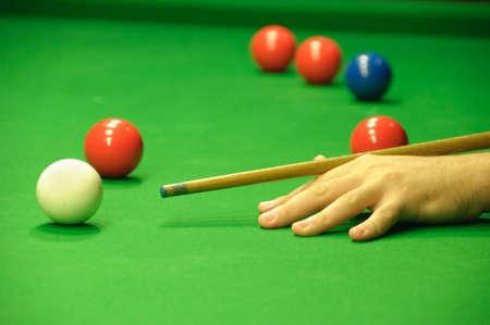 bola de billar: Player golpear la bola de la referencia Foto de archivo