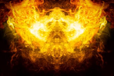 Mocap pour des t-shirts cool. Épaisse fumée jaune et orange colorée sous la forme d'un monstre sur fond noir isolé. Arrière-plan de la fumée de vape.