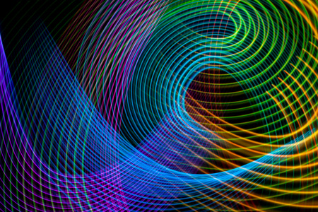 Abstract rainbow neon glowing crossing lines pattern. Dark  background of colorful neon glowing light shapes. 版權商用圖片 - 114852974