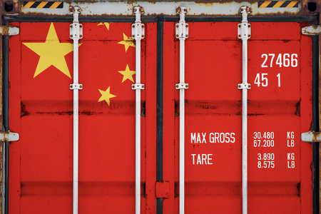 Close-up of the container with the national flag of China. The concept of China  export-import and national delivery of goods. 免版税图像