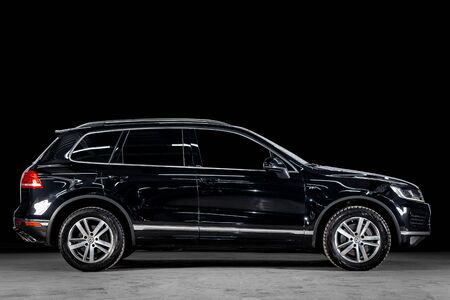 Novosibirsk, Russia - March 15, 2019:  Volkswagen Touareg R, side view. Photography of a modern car  on a parking in Novosibirsk against a black wall Standard-Bild - 133071997