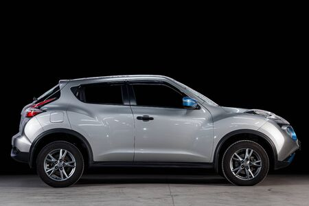 Novosibirsk, Russia - May 28, 2019: Nissan Juke, side view. Photography of a modern car on a parking in Novosibirsk Standard-Bild - 133072740