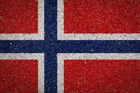 Nationalflagge Norwegens auf Steinhintergrund. Das Konzept des Nationalstolzes und des Symbols des Landes. Standard-Bild