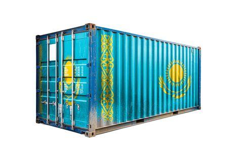 Das Konzept des kasachischen Export-Imports, des Containertransports und der nationalen Warenlieferung. Der Transportbehälter mit der Nationalflagge Kasachstans, Ansicht Front