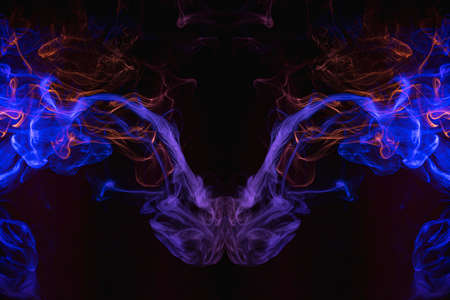 Pink and blue cloud of smoke of black isolated background in the form of a skull, monster, dragon on a black isolated background. Mocap for cool t-shirts 免版税图像 - 155475328