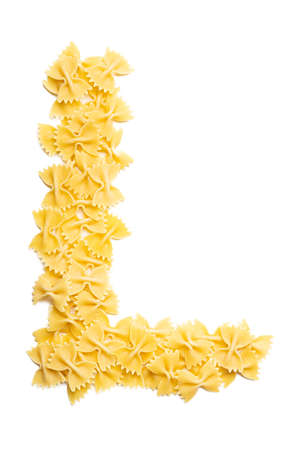 Letter L of the English alphabet from dry farfalle pasta on a white isolated background. Food pattern made from macaroni. Bright alphabet for shops. Banque d'images