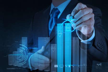 financial leadership: hombre de negocios mano, dibujo, gr�fica negocio virtual en ordenador de pantalla t�ctil