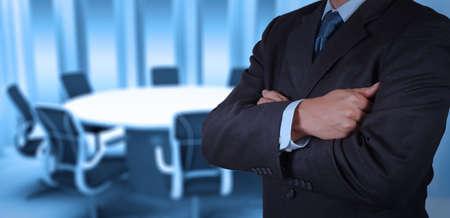 board of director: imprenditore di successo che lavora con la sua tavola da pranzo sfondo