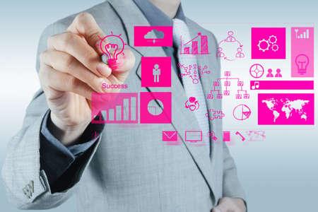 Geschäftsmann Hand arbeiten mit neuen, modernen Computer und geschäftlichen Erfolg als Konzept Standard-Bild