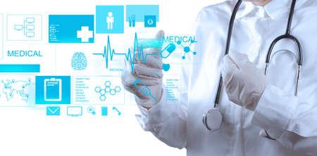 medicamentos: Doctor en Medicina trabajando con interfaz de la computadora moderna