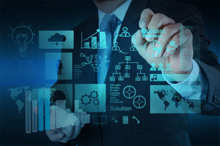 dirección empresarial: mano negocios que trabajan con ordenador nuevo y moderno y el éxito empresarial como concepto Foto de archivo