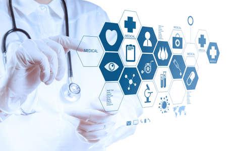 medycyna: Hand Lekarz medycyny pracy z nowoczesnym interfejsem komputera jako medycznej koncepcji Zdjęcie Seryjne