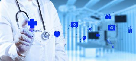 quirurgico: �xito m�dico inteligente trabajando con sala de operaciones como concepto Foto de archivo