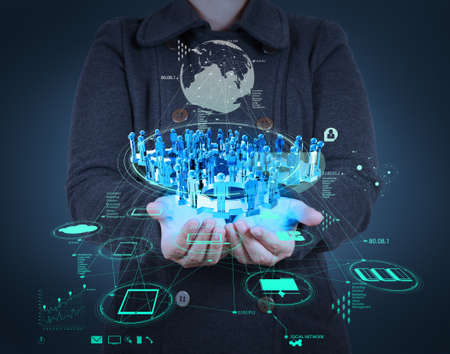 Geschäftsmann arbeitet mit neuen, modernen Computermesse sozialen Netzwerk-Struktur als Konzept