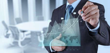 podnikatel: podnikatel ruce práce s novou moderní výpočetní a obchodní strategie jako koncept