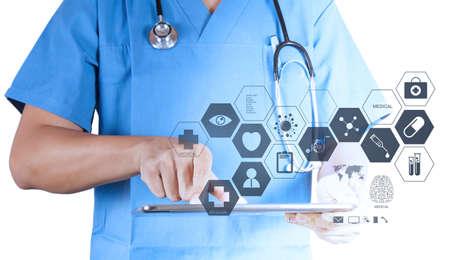 Medizin Arzt arbeitet mit modernen Tablet-Computer und virtuelle Schnittstelle als medizinisches Konzept