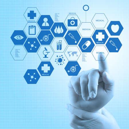 medico computer: Medico di medicina mano lavorando con moderna interfaccia del computer come concetto medico