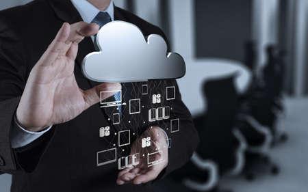 Zakenman hand werken met een Cloud Computing diagram op de nieuwe computer-interface als concept Stockfoto