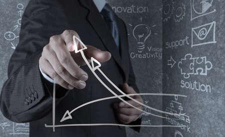 business model: zakenman hand trekt zakelijk succes grafiek concept op virtuele scherm Stockfoto