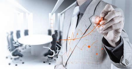 dirección empresarial: mano de negocios que trabaja con la computadora nueva, moderna y estrategia de negocio como concepto