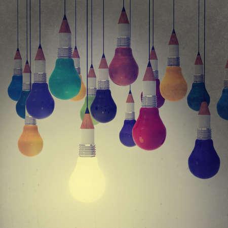 pensamiento creativo: dibujo idea lápiz y luz bulbo concepto creativo y de liderazgo como concepto de estilo vintage