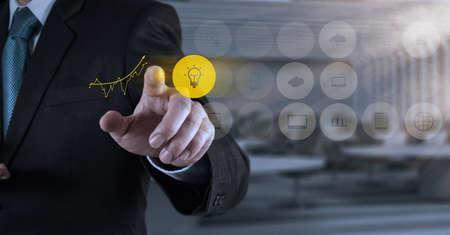 사업가 손 개념으로, 새로운, 현대, 컴퓨터 및 비즈니스 전략과 협력