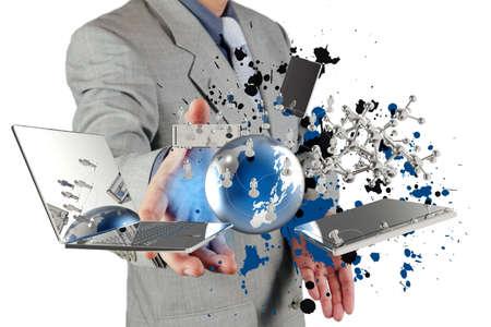 közlés: üzletember mutat a modern technológia és a splash szín, mint fogalom,